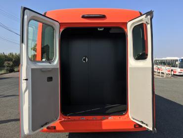 マイクロバス トランクルーム